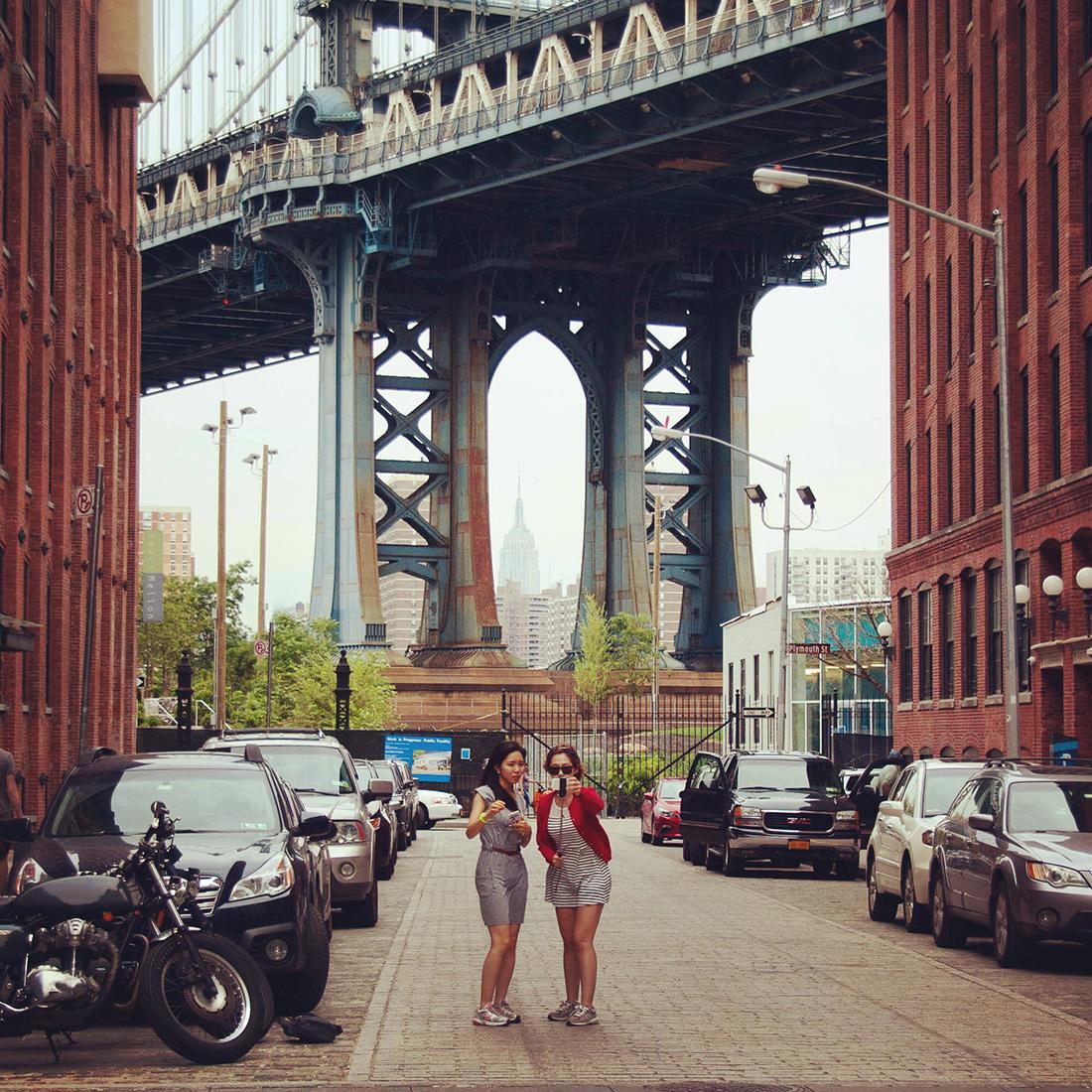 experience new york williamsburg bridge brooklyn street